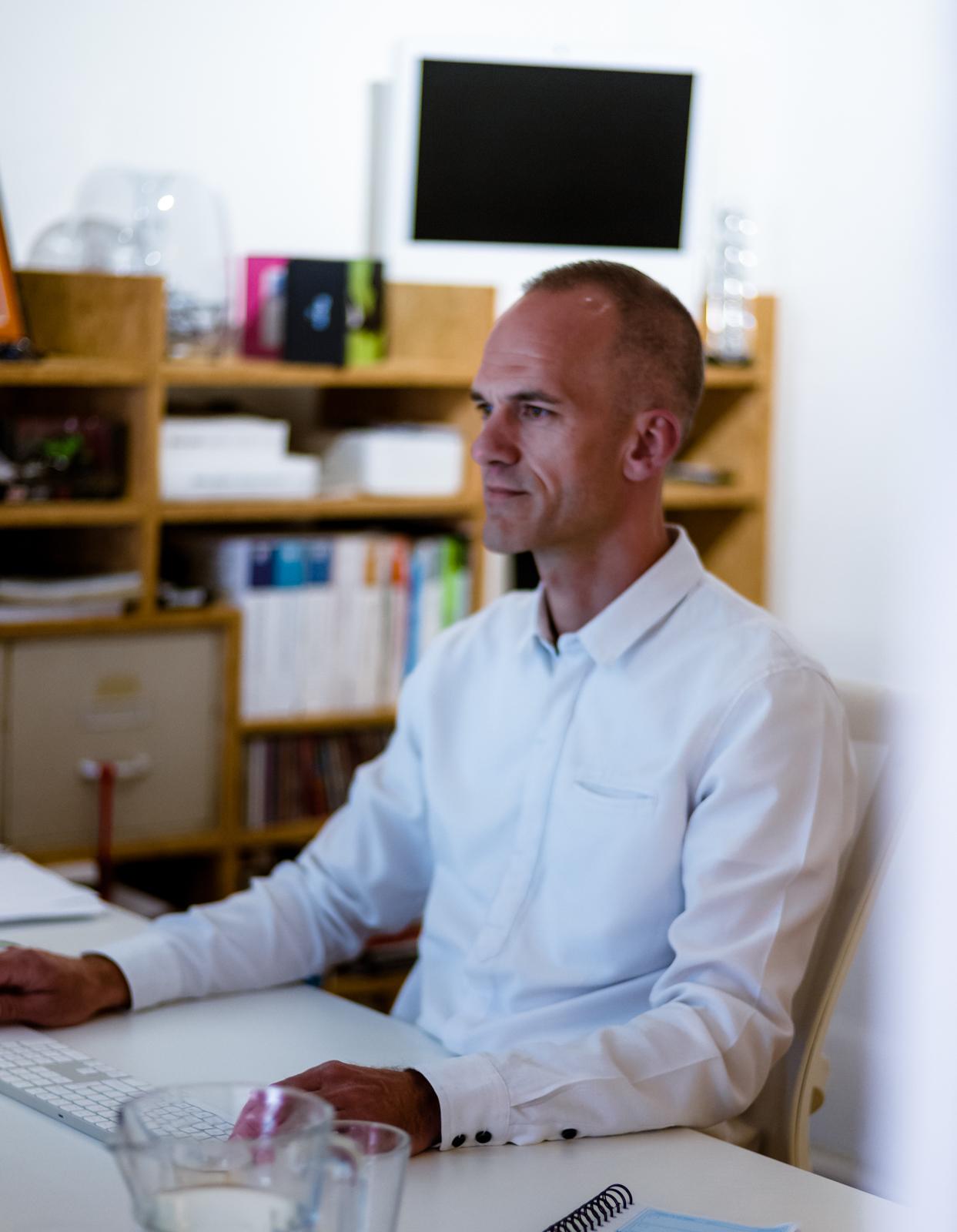 Jeroen Potters op zijn werkplek bij PIT Pro