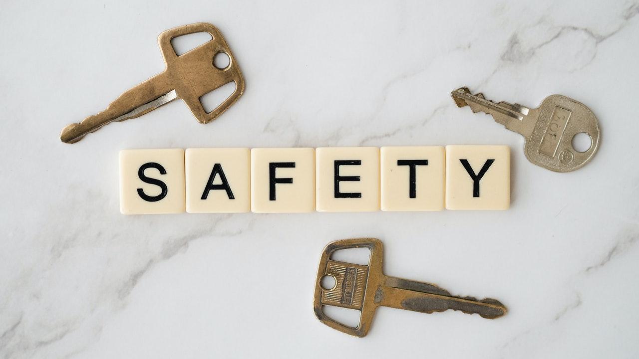 Wachtwoordbeheer beeld met sleutels en safety