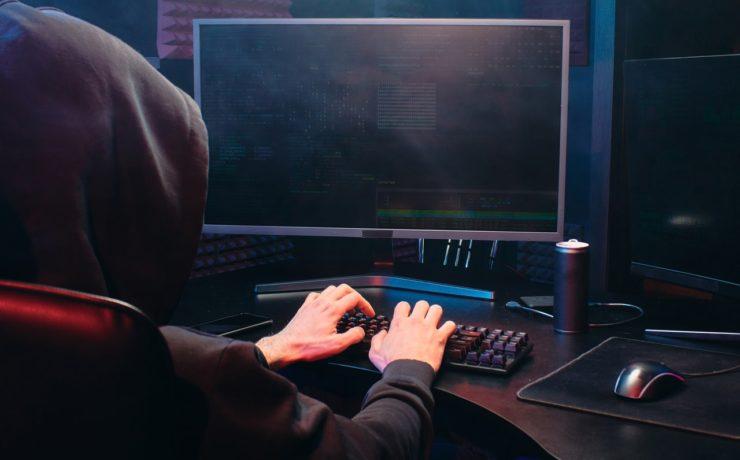 Hacker die phishing poging uitvoert